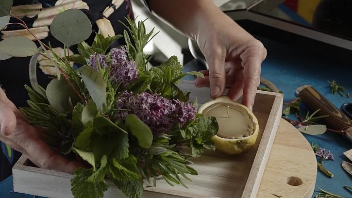 Jak si vyrobit svíčku z včelího vosku s bylinkovým aranžmá