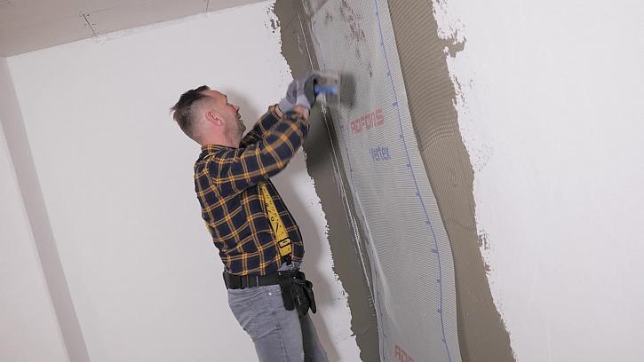 Jak natahovat lepidlo s perlinkou na stěnu