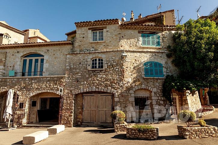 Obložení domu přírodním kamenem