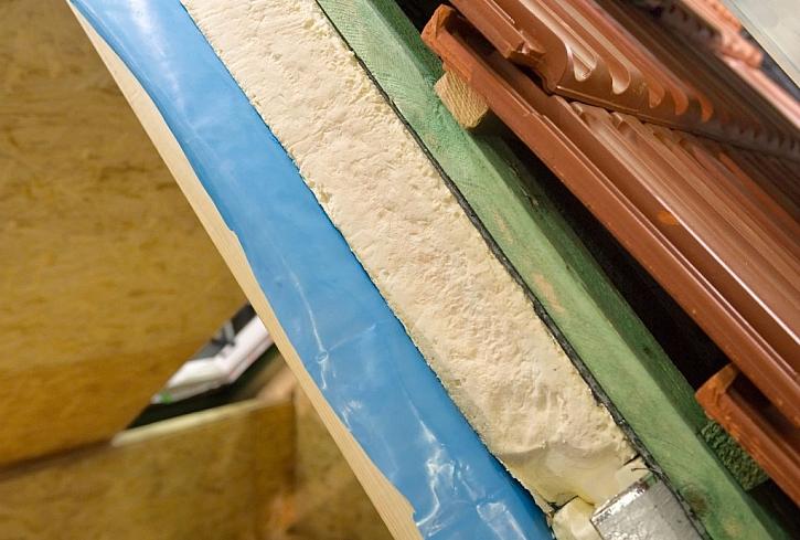 Skladba zateplení střechy má svá pravidla, které materiály a kde použít, aby fungovala, jak má