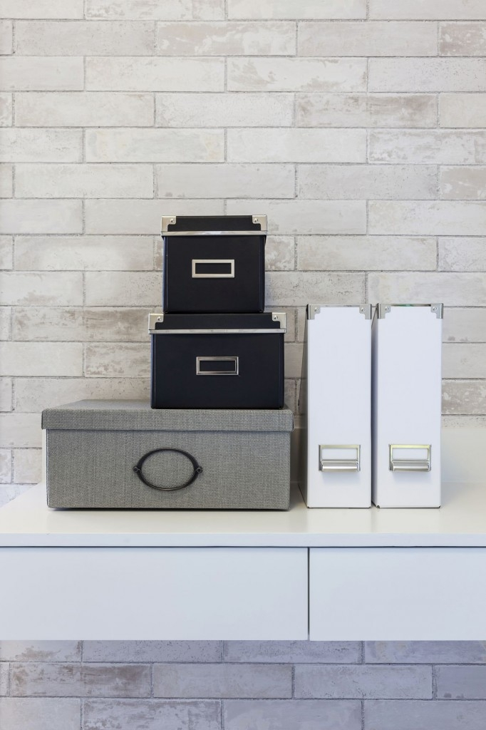 Úložné boxy jsou nejen praktickým, ale i stylovým doplňkem pracovny