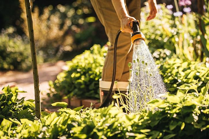 Fiskars_Garden_Action_Watering_Spray_gun_4-functional_1020446 (1)