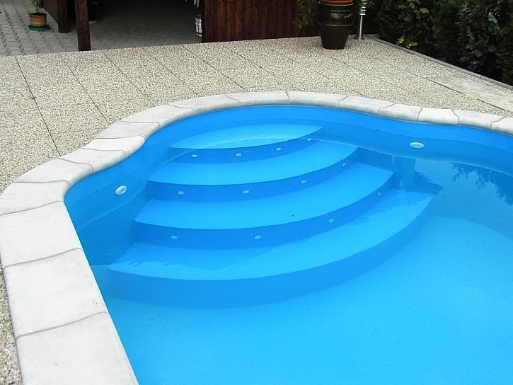 Skořepinový zapuštěný bazén