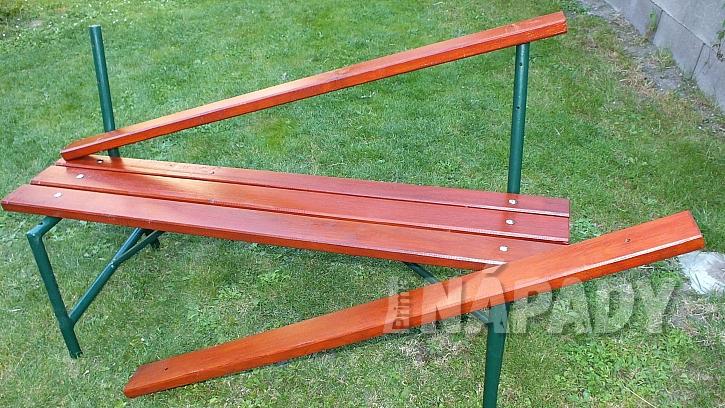 Renovace lavice: připevníme sedák a opěradlo