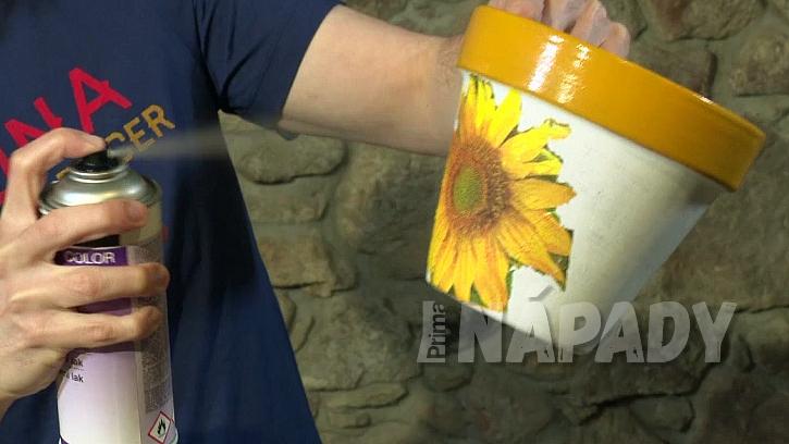 Jak si udělat květináč jako malovaný aneb zázraky s ubrouskem 3