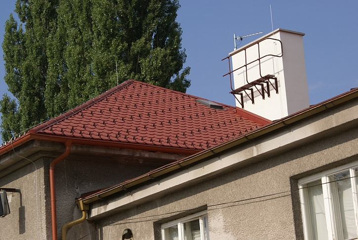 Jak nejlépe zkontrolovat a opravit střechu a na co se zaměřit?