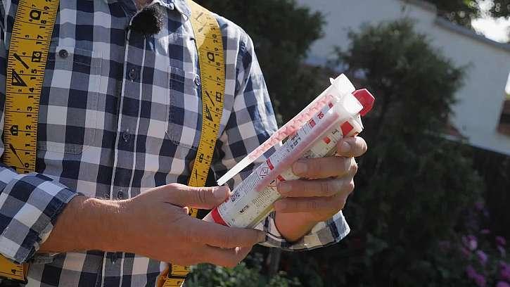 K zavěšení předmětů na dutou cihlu použijte chemickou kotvu - udrží vás i třeba bojler