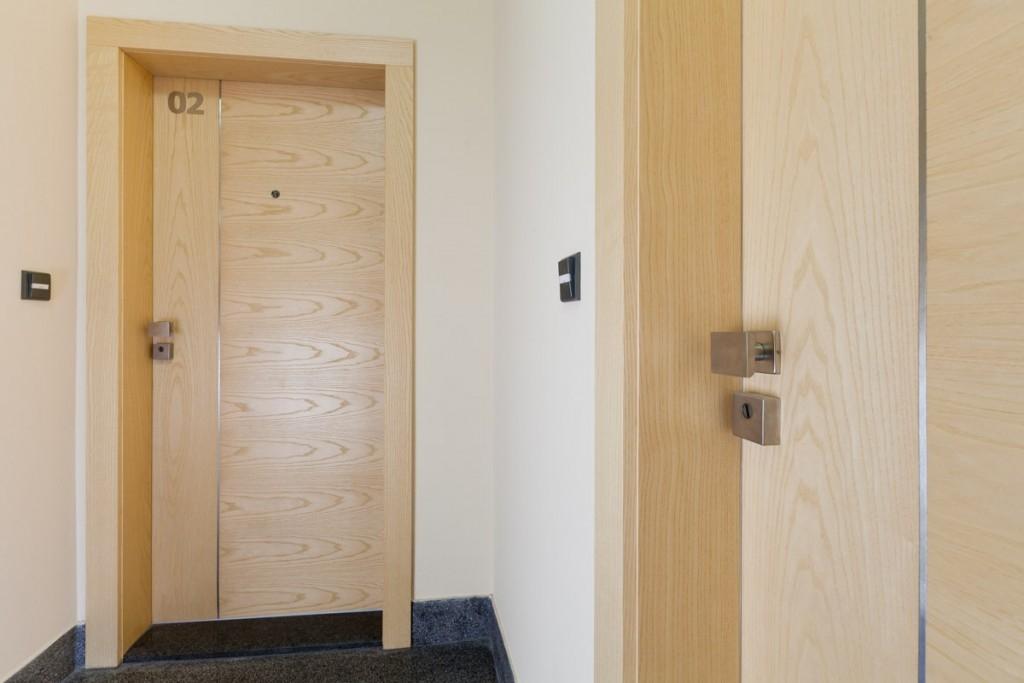Částečné řešení neexistuje, zloděje odradí jen certifikované bezpečnostní dveře