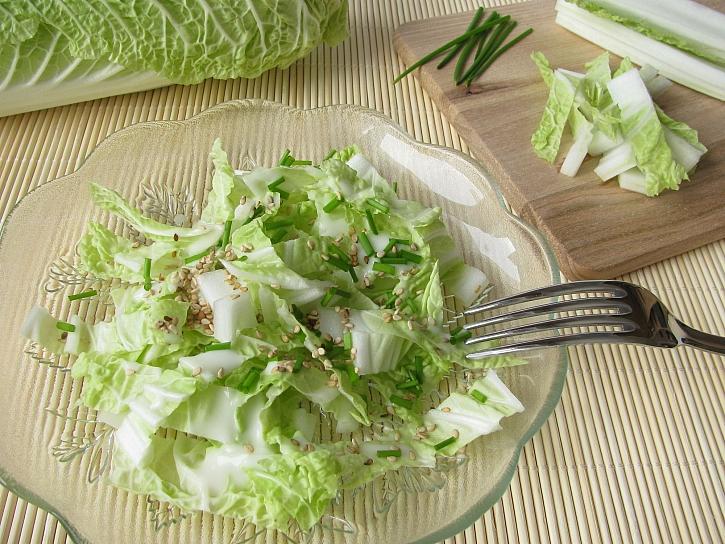 Salát z pekingského zelí je vitamínovou bombou (Zdroj: Depositphotos)
