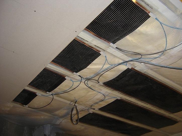 Mladí manželé zvolili při rekonstrukci garsonky z 30.let elektrické stropní vytápění