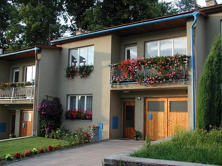 Truhlíky pro okna a balkony