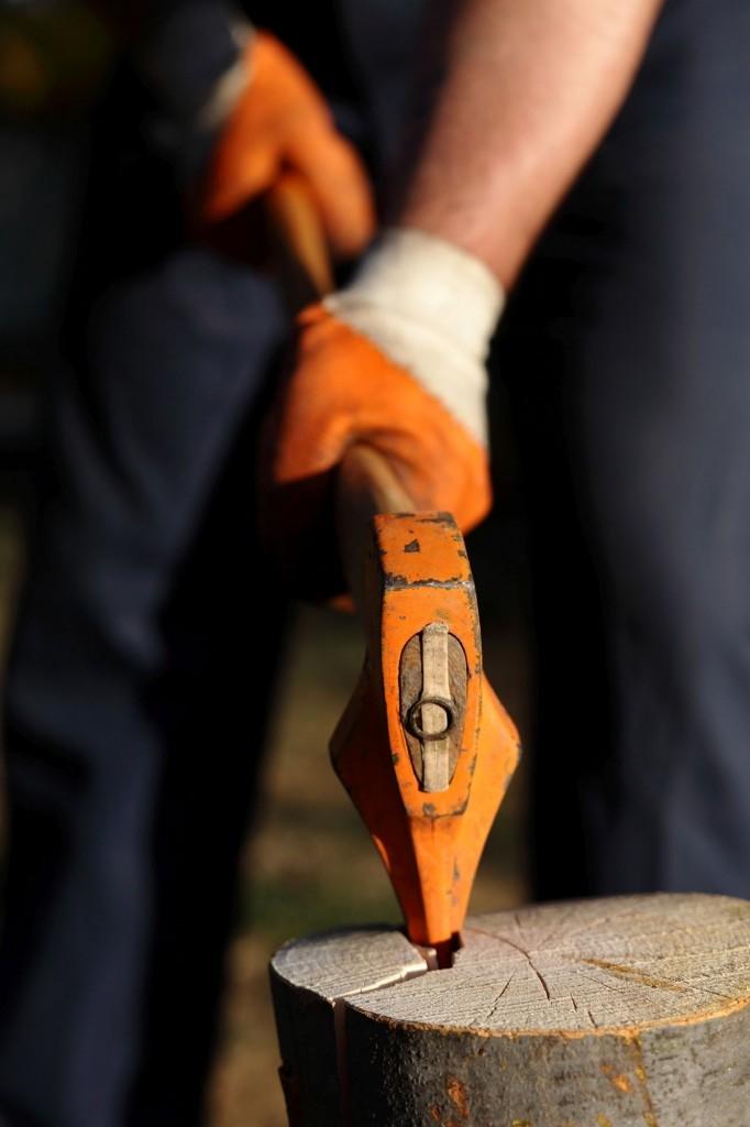 Kalač je užitečným pomocníkem při štípání větších špalků