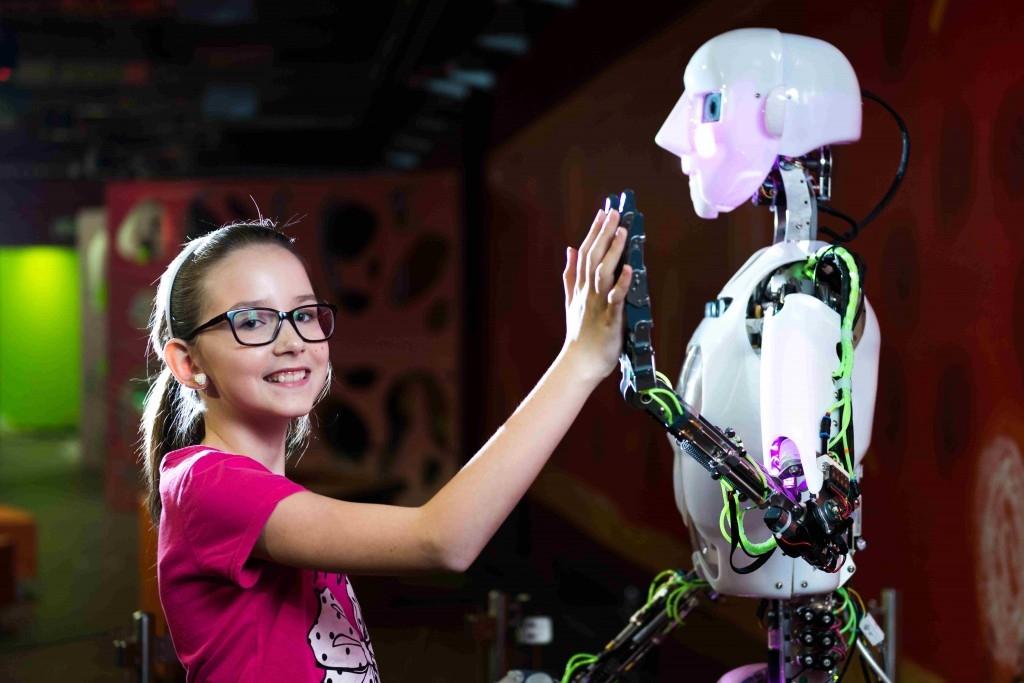 Úplně poprvé v ČR předá pololetní vysvědčení humanoidní robot Thespian