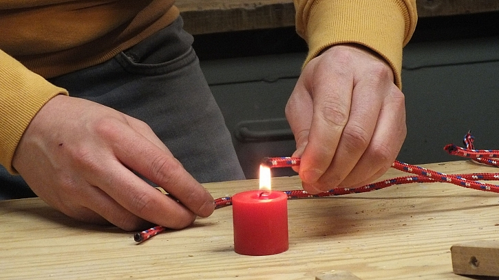Dřevěná houpací síť: lanka zatavíme nad plamenem svíčky