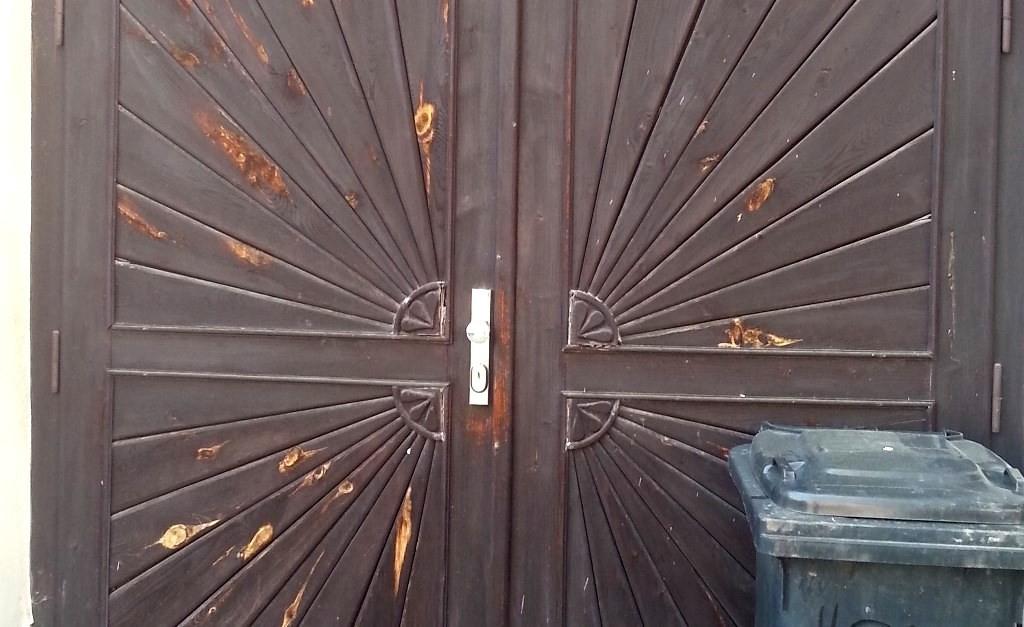 Antikutil - stačí maličkost a krásný vzhled dveří je v háji