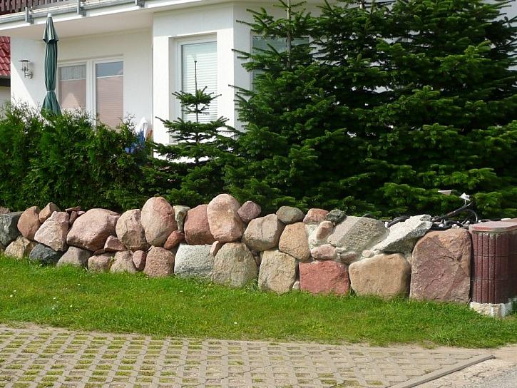 Zídka z přírodního kamene