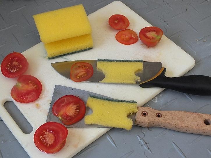 Co je ostřejší, nůž nebo špachtle?