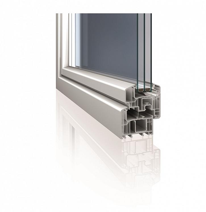 Nové předsazené okenní křídlo Eforte je nejen designově zajímavým prvkem, kdy křídlo rámu z vnější strany téměř splývá do jedné roviny, ale lze ho osadit i čtyřsklem o šířce až 56 mm. Součinitel prostupu tepla rámem Uf = 0,94 W/m2K při standardní ocelové