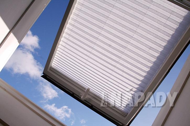 Žaluzie u střešních oken schováme mezi skla (Zdroj: depositphotos.com)