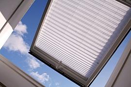 Jak dokonale zastínit střešní okna