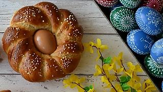 Co ještě upéct na Velikonoce? Kynuté věnce a věnečky