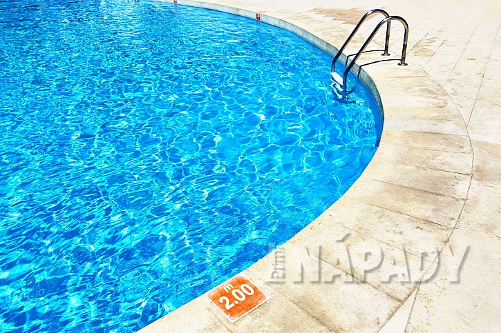Modrá barva je nejběžnější barvou stěn bazénů