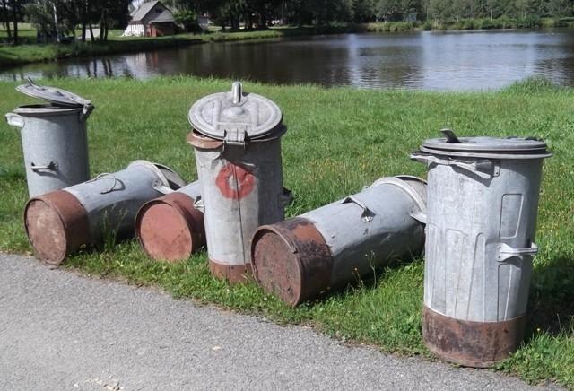 Antikutil-popelnice plné záplat