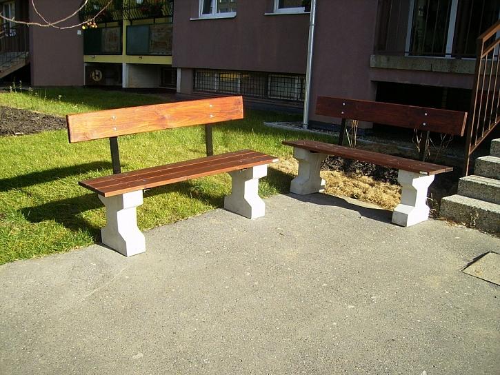 Zahradní piknikové stoly