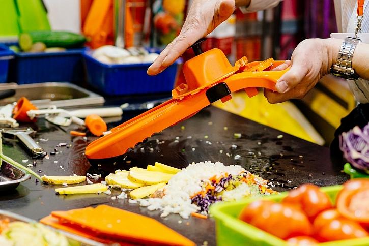 Zbytky v kuchyni vznikají velmi snadno při běžném vaření (Zdroj: Depositphotos)