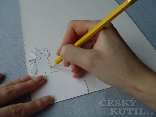 Výroba papírového stojánku na vajíčko – slepička