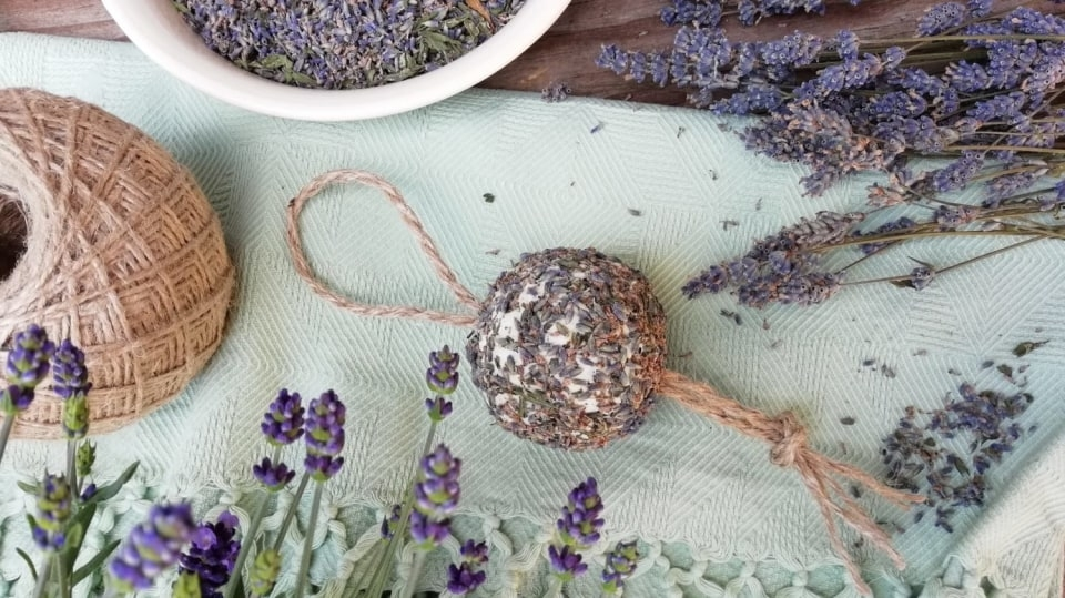 Mýdlová koule s levandulí: Voňavá dekorace do koupelny