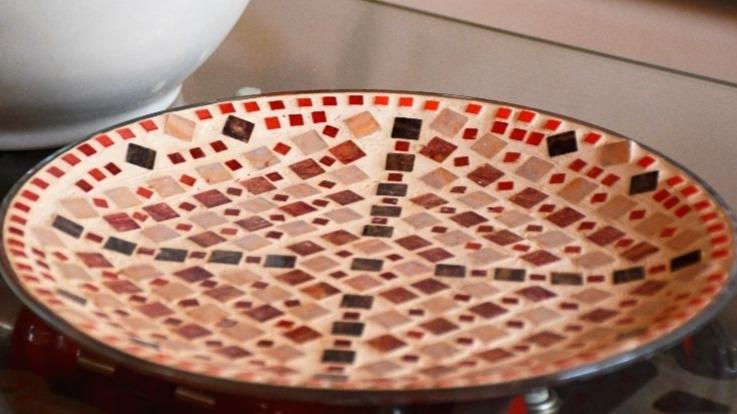 Udělejte si magickou dekoraci: Mozaikový talíř s motivem mandaly