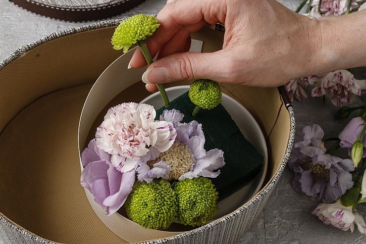 Zapíchání květin do hmoty