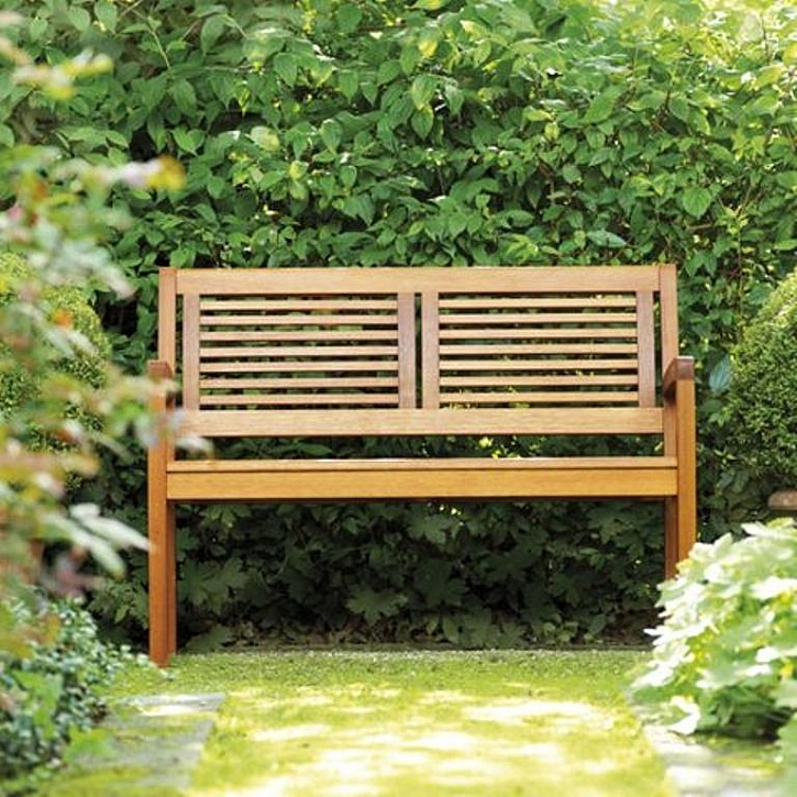 Jak správně udržovat dřevěný zahradní nábytek