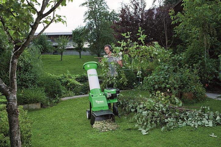 Podzimní údržba zahrady – bez pily, štěpkovače a fukaru se neobejdete