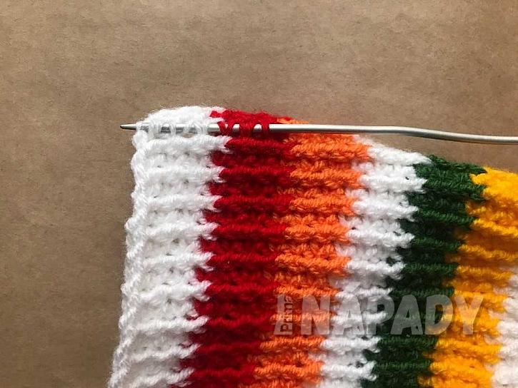 Háčkovaná čepice: náběr ok na jehlici