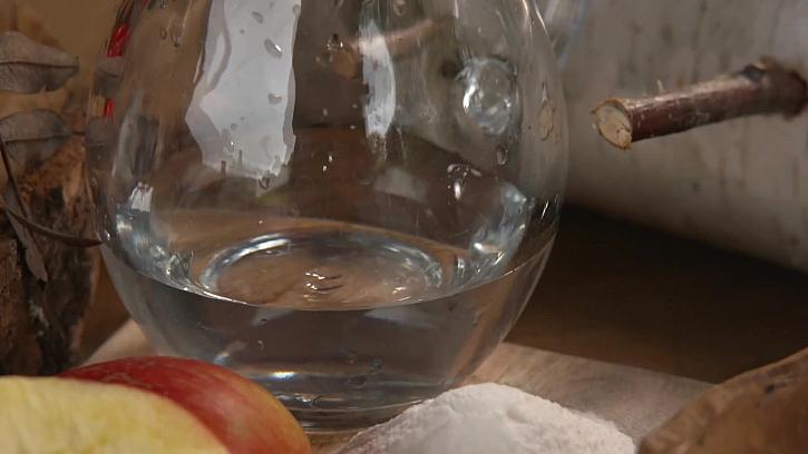 Džbánek s vodou a želatina