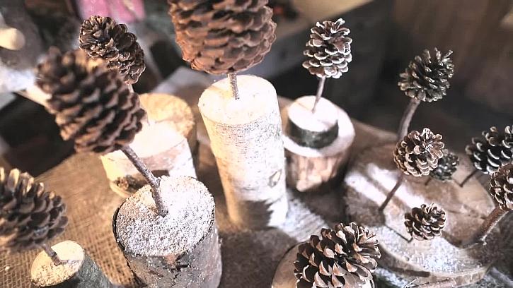 Vánoční ministromečky ze šišek zvládnou i děti