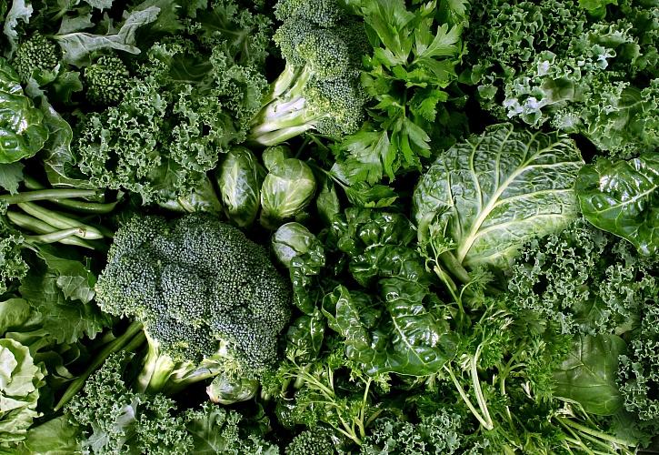 Zelená zelenina, jako je pórek, kadeřávek nebo kapusta, vydrží na záhonu prakticky do jara (Zdroj: Depositphotos)