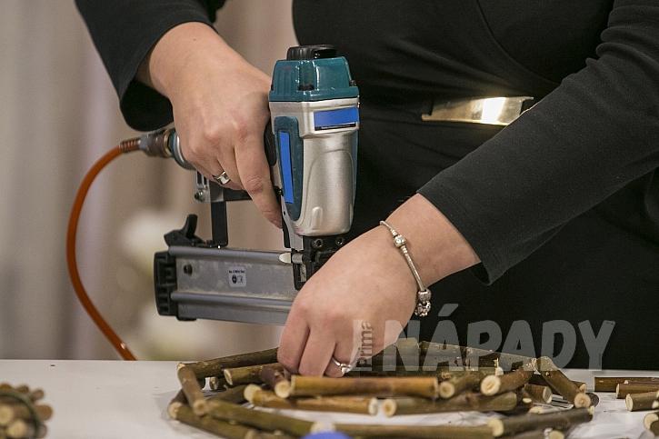 Můžeme použít pneumatickou nastřelovačku
