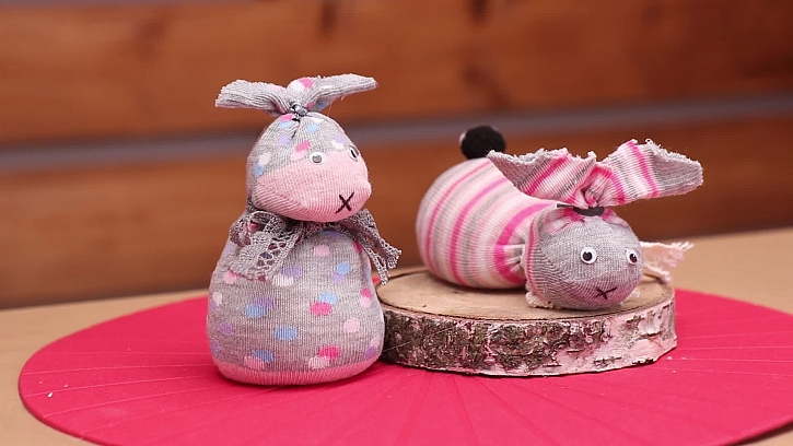 Vyrobte si velikonočního zajíčka z ponožek