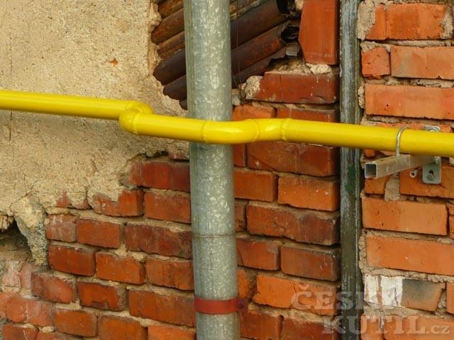 Přístavba a vedení plynu