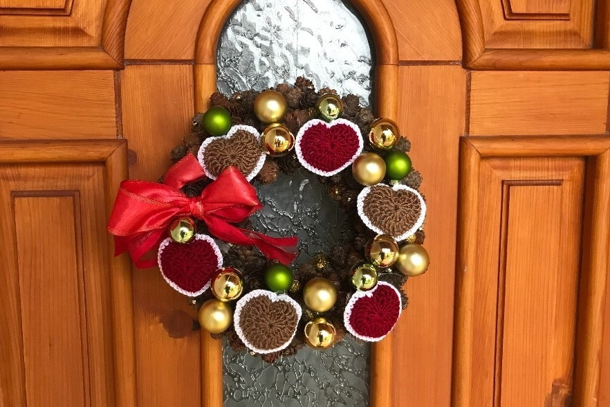 Háčkovaná srdíčka na vánoční stromek i věnec