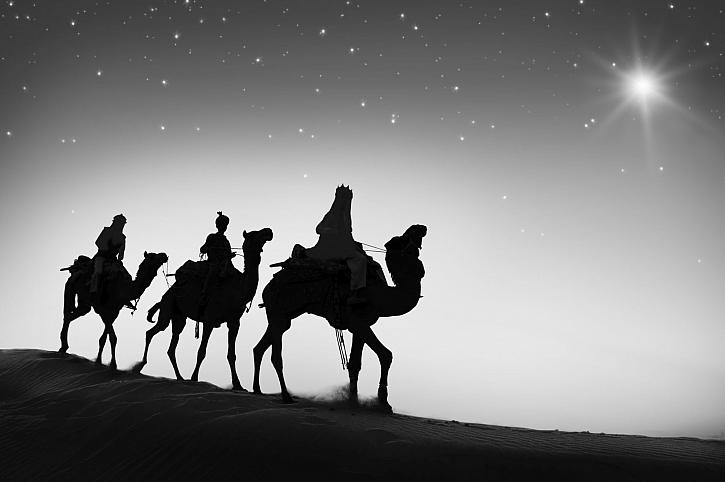 Tři králové putují za betlémskou hvězdou a vezou vzácné dary Spasiteli (Zdroj: Depositphotos)