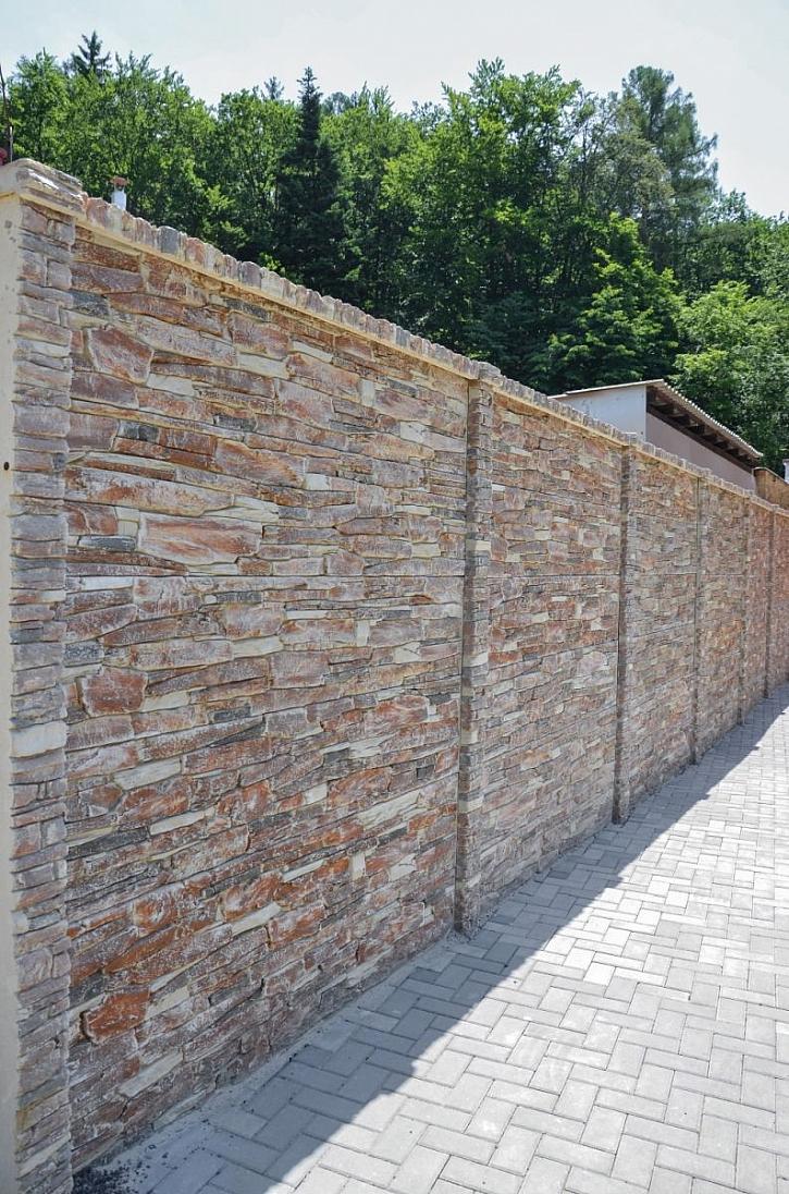 betonový plot opuka