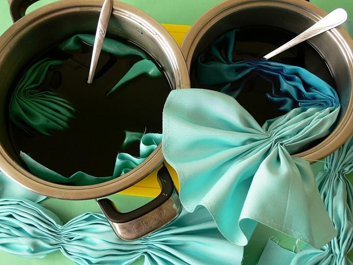 Látkové ubrousky – barvení batikou