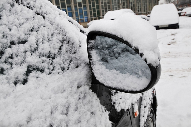 Snažte se, aby se vám do auta dostalo co nejméně sněhu a okna se nemlžila a nezamrzala i zevnitř