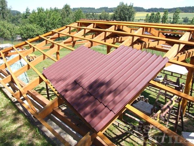 Střechy a střešní krytiny – 2. díl: vlnité bitumenové desky