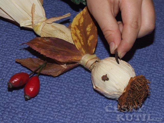 Podzimní strašidlo - výroba postavičky z přírodnin