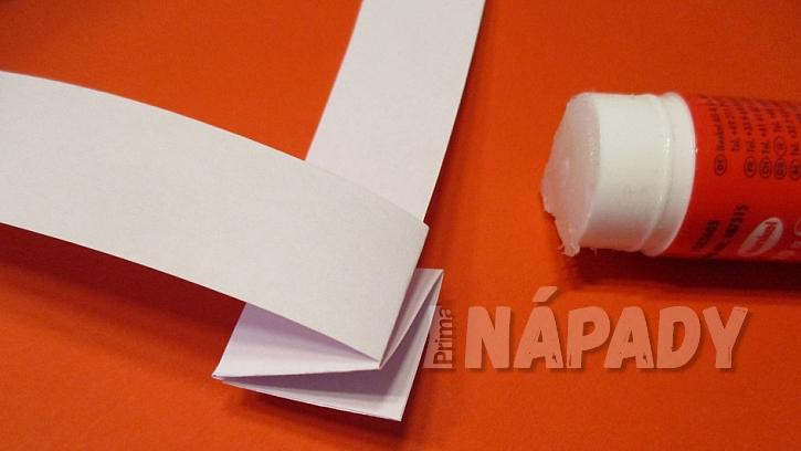 Lepení proužků papíru